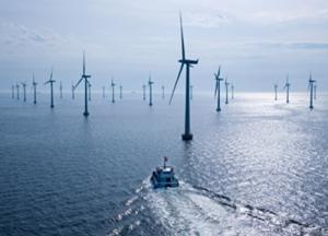Offshore-Windpark Lillgrund - Serviceschiff auf dem Weg zum Windpark / Lillgrund Offshore Wind Farm - Service ship en route to the wind farm