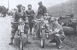 1913 - concorenti al Kirstone Pass, Lake District
