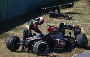 Kimi Raikkonen climbs out of his heavily-damaged Lotus after crashing at the end of FP1, Korean Grand Prix,